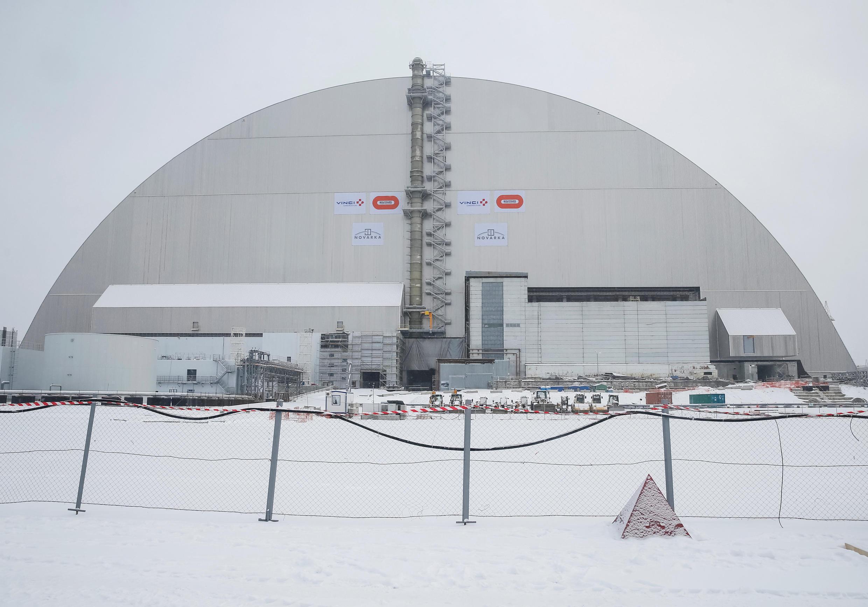 A Ucrânia inaugurou nesta terça-feira (29) a cúpula de aço que cobrirá o reator acidentado da usina nuclear de Chernobyl.