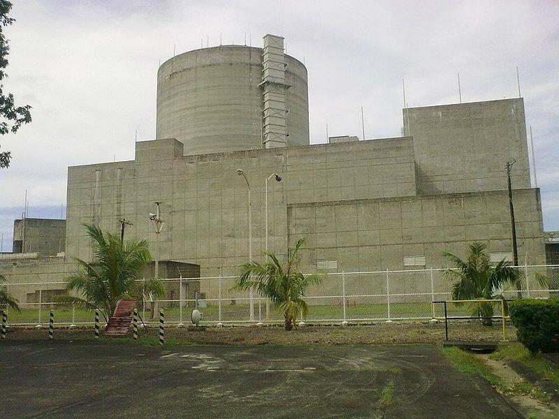 Nhà máy điện hạt nhân Bataan (Philippines), trị giá khoảng 2 tỷ đô la, khởi công năm 1976. Năm 1986, Philippines quyết định không cho hoạt động vì nhà máy này nằm gần điểm đứt gẫy địa chất và núi lửa đang hoạt động.