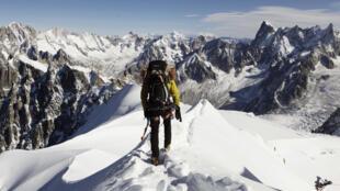 Vista del macizo del Mont Blanc desde L'Aiguille du Midi (3842 metros) en Francia.