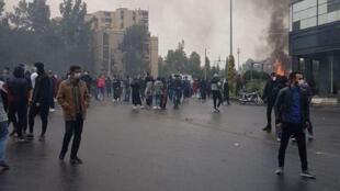 اعتراضها در ۱۰۰ شهر ایران: اعتراضات دو روزه اخیر از اتفاقات دیماه سال ۹۶ گستردهتر بوده است