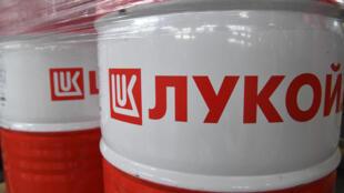 Barrils de pétrole de la firme Lukoil.