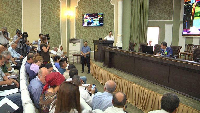 کنفرانس خبری وزیر کشور تاجیکستان در شهر دوشنبه در رابطه با حمله به گردشگران دوچرخهسوار خارجی در جنوب این کشور. دوشنبه ۸ مرداد/ ٣٠ ژوئیه ٢٠۱٨