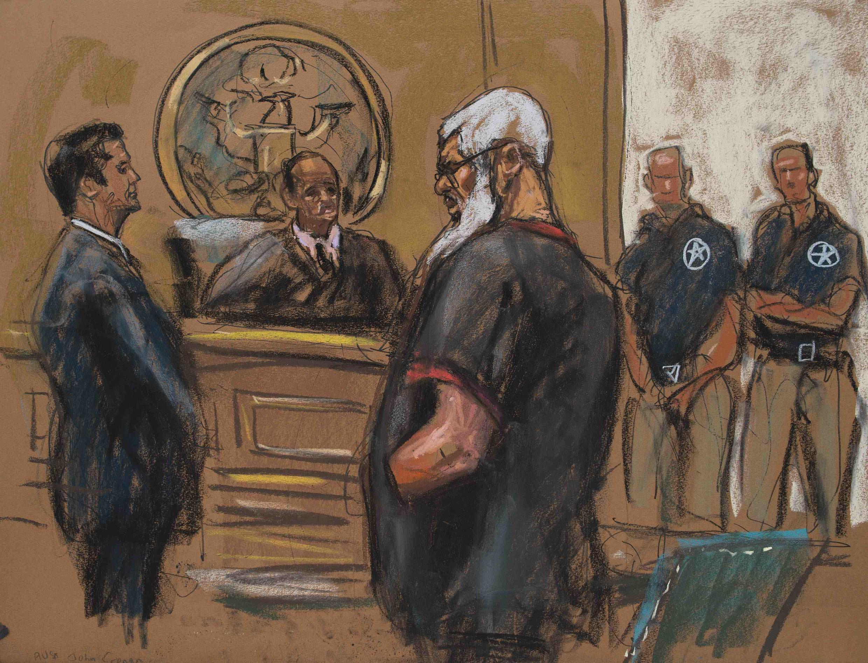 Tranh vẽ minh họa giáo sĩ Abou Hamza ra trình thẩm phán tòa án New York, Hoa Kỳ, 06/10/2012