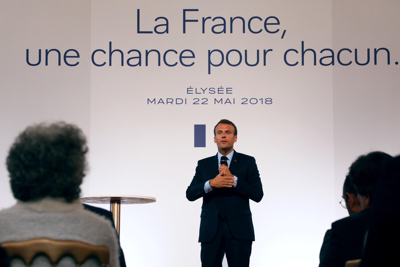 Le président de la République française Emmanuel Macron lors de la présentation de la poltique du gouvernement pour les banlieues françaises.