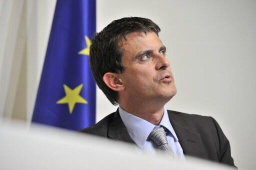 O ministro francês do Interior, Manuel Valls, quer fazer da naturalização de estrangeiros residentes um motor para a integração.