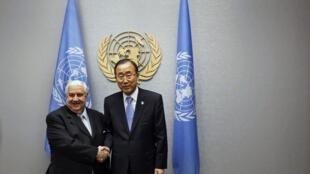 Le ministre syrien des Affaires étrangères (G) et le secrétaire général des Nations unies, Ban Ki-moon, à l'ONU. New York, le 1er octobre 2012.