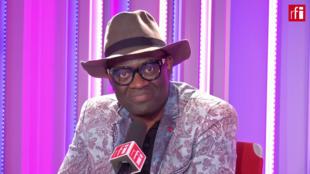 Alain Mabanckou en studio à RFI (août 2018).