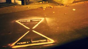 Le slogan «Pas de temps pour l'inaction» des  Amis de la Terre.