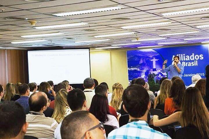 Imagem de Luciano Larrossa, em conferência sobre Facebook, no seu perfil desta rede sociala