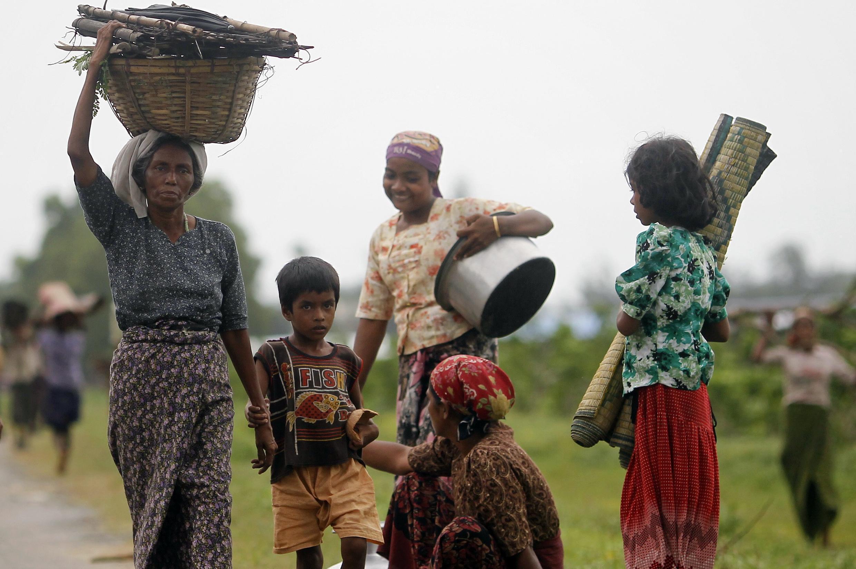 Người Hồi giáo Rohingya phải rời bỏ nhà cửa sau các vụ bạo động tại Sittwe, Miến Điện,16/06/2012