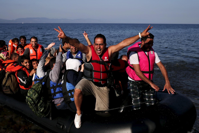 Refugiados sirios llegan a la isla de Lesbos, en Grecia.