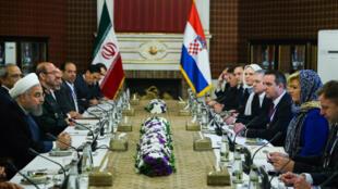 مذاکرات مشترک هیأتهای دو کشور ایران و کرواسی، با حضور حسن روحانی رئیس جمهوری ایران و Kolinda Grabar-Kitarović رئیس جمهوری کرواسی. چهارشنبه ۲۹ اردیبهشت/ ١٨ مه ٢٠۱۶