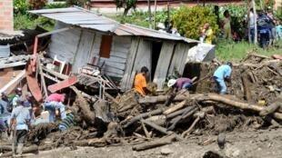 L'eau a tout emporté sur son passage comme ici, à Salgar, dans le département d'Antioquia, le 18 mai 2015.