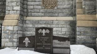 Monument devant le «centre franco» de Lewiston, dans le Maine.