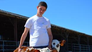 Théo, 18 ans, éleveur en herbe et «agri-youtoubeur» confirmé.