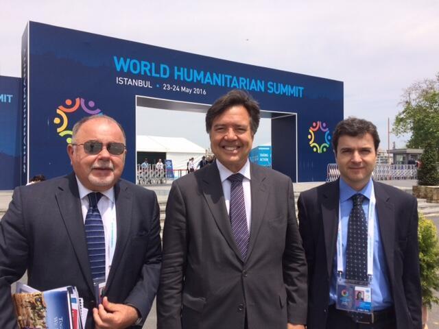 Da esquerda para direita, cônsul José Wilson Moreira, embaixador Paulo Roberto França (c) e ministro Eugênio Garcia, da delegação brasileira.