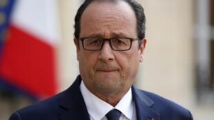 French President Francois Hollande announces that there were no survivors in the Air Algérie flight AH5017 crash