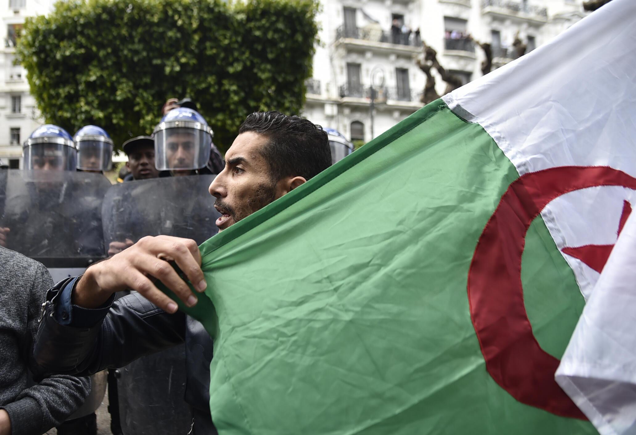 La situation de l'autre côté de la méditerranée est scrutée de très près en France.