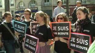 Captura vídeo de uma manifestação em Paris contra o projeto de lei do governo francês que pode reforçar serviço secreto do país.
