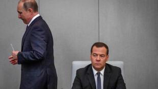 Le président russe Vladimir Poutine et le Premier ministre Dmitri Medvedev, le 8 mai 2018.