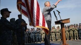 Chuck Hagel وزیر دفاع آمریکا در یک پایگاه دریایی آمریکا در منامه - ٦ دسامبر  ٢٠١٣