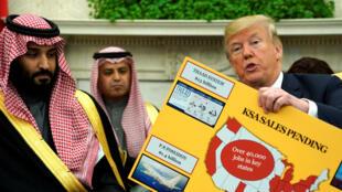 Donald Trump (d.) présente les chiffres des échanges avec l'Arabie saoudite, aux côtés du prince héritier Mohammed ben Salman, à Washington, le 20 mars 2018.
