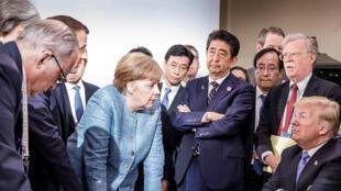 Angela Merkel s'adressant à Donald Trump durant le sommet G7 à La Malbaie, le 9 juin 2018.