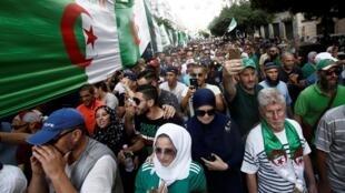 阿尔及利亚公民社会游行呼吁前朝政府集体下课2019年10月11日及尔
