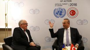 Ngoại trưởng Thổ Nhĩ Kỳ Mevlut Cavusoglu (P) gặp phó chủ tịch thứ nhất UB châu Âu Frans Timmermans, tại Antalya, Thổ Nhĩ Kỳ, ngày 27/05/2016