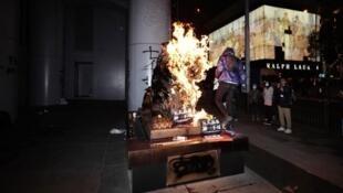 滙豐銀行總行門前的銅獅今年元旦慘遭示威者縱火破壞,經修復後終於重見天日。