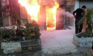 دیسکوتک واقع در مرکز شهر قاهره پس از پرتاب کوکتل مولوتف دچار حریق شد.
