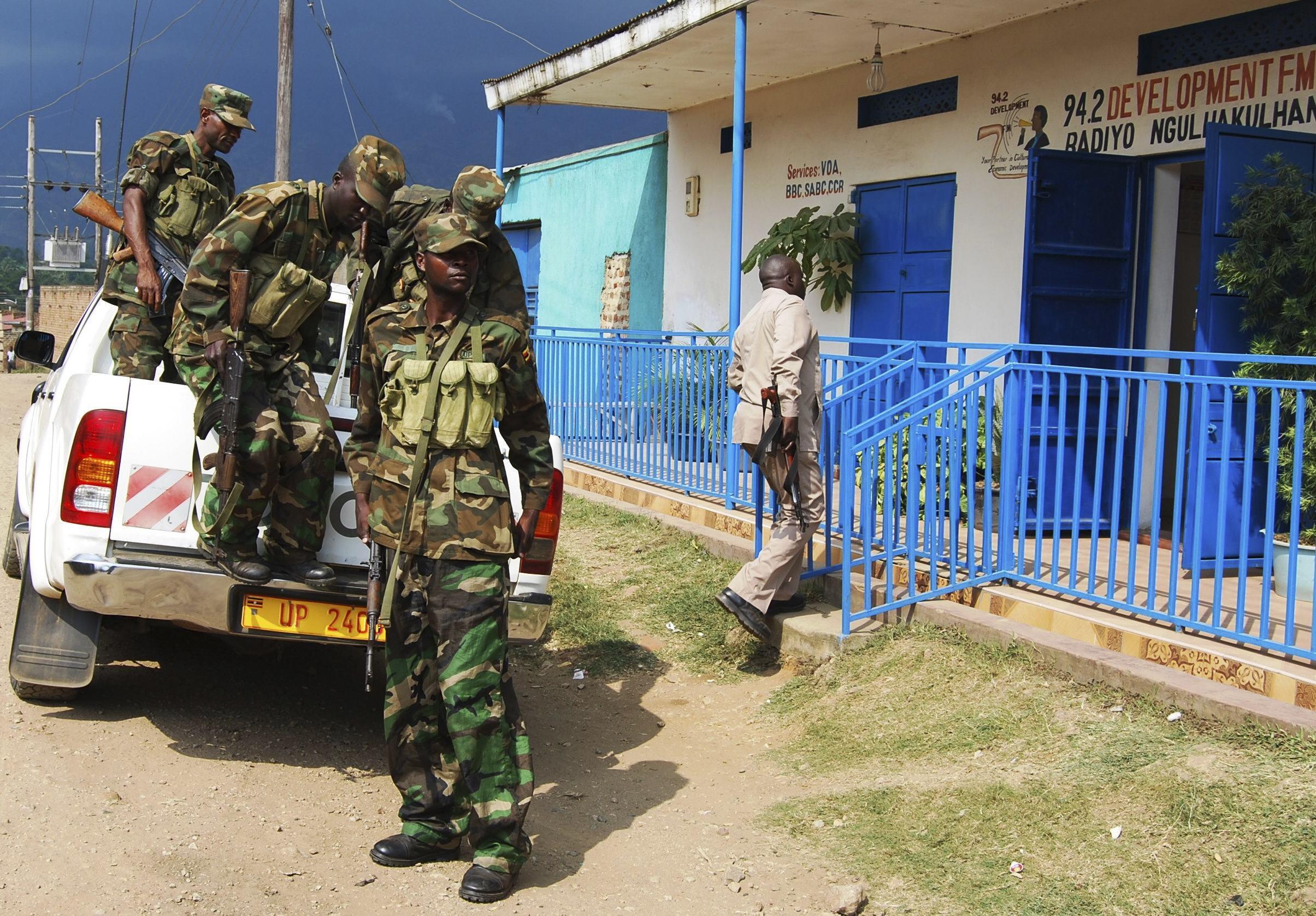 Une patrouille de sécurité dans l'ouest de l'Ouganda, le 6 juillet 2014, après les attaques du 5.