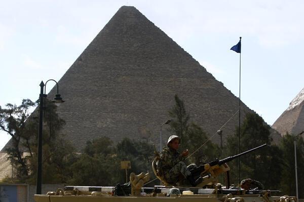 Pirámides de Egipto: militares vigilan los monumentos y recintos históricos pertenecientes al patrimonio egipcio.