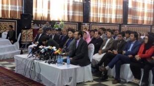 کنفرانس خبری اعتراض کنندگان به تغییر مسیر توتاپ در کابل.