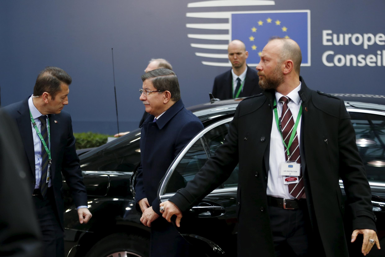 El Primer ministro turco, Ahmet Davutoglu, a su llegada a la cumbre con la Unión Europea este viernes  de marzo.