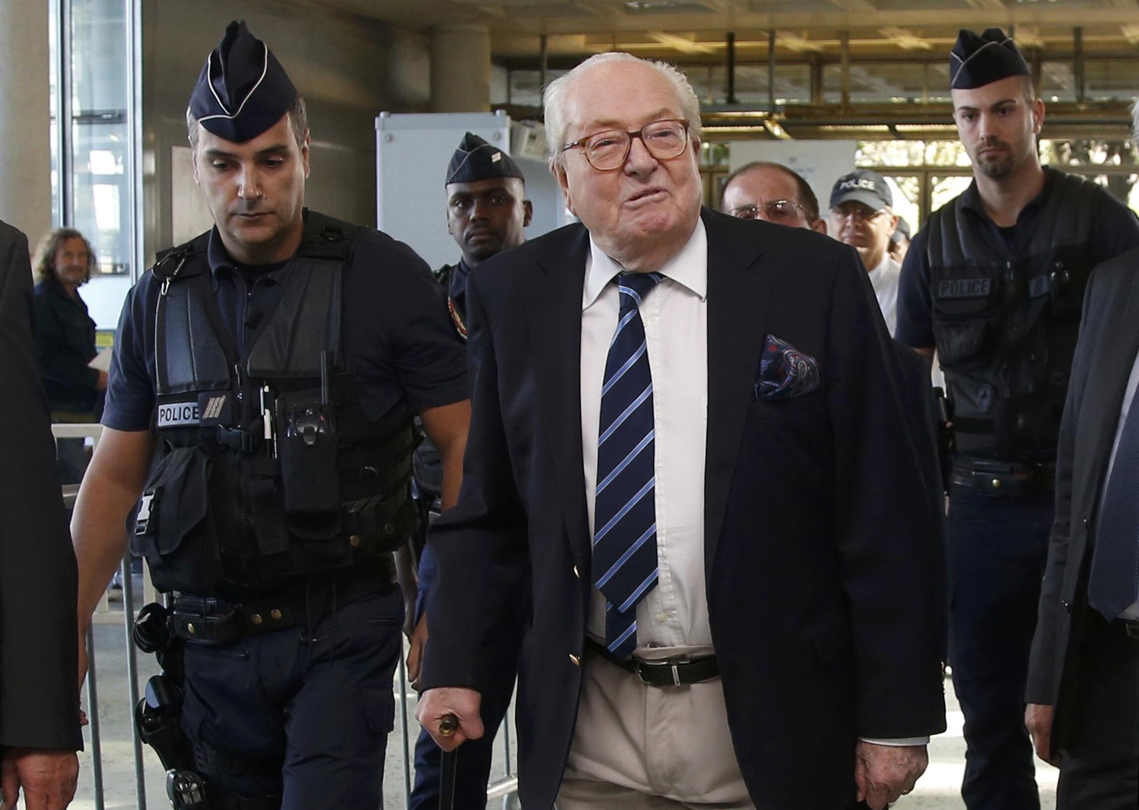 88-летний Жан-Мари Ле Пен в суде города Нантера, 5 октября 2016.