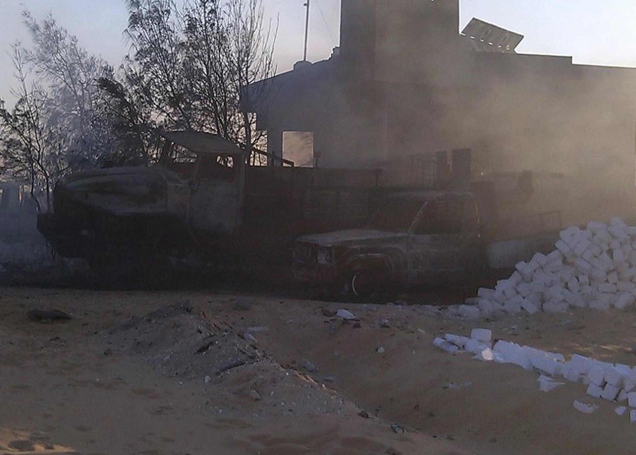 حمله شنبه شب گذشته مردان مسلح به پاسگاه مرزی مصر در نزدیکی مرز لیبی، مرگبارترین حمله علیه نیروهای ارتش مصر از آغاز سال جاری میلادی بحساب میآید.
