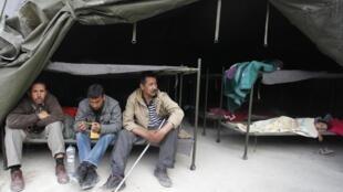 En attendant de rentrer chez eux, les habitants de Lorca passent la nuit sous des tentes