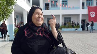 La participation au premier tour de la présidentielle en Tunisie a été moins importante que lors des législatives.