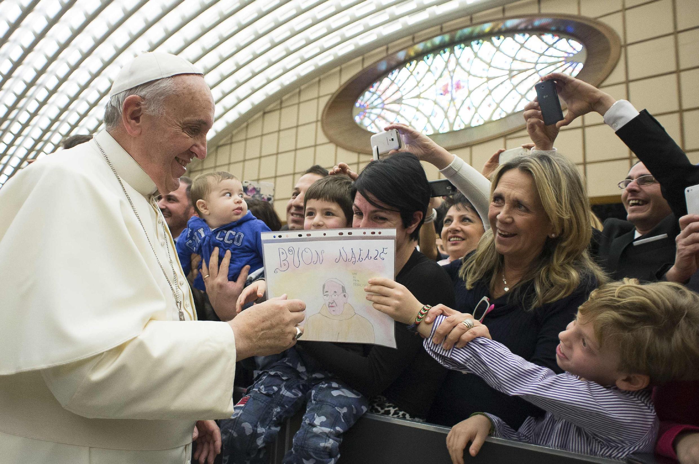 Giáo hoàng Phanxicô gặp gỡ gia đình các nhân viên Tòa Thánh nhân dịp Noel, Vatican, 22/12/2014.