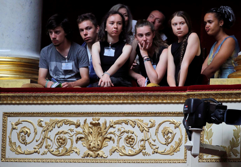Da esquerda para direita: Virgile Mouquet, Ivy-Fleur Boileau, Adelaide Charlier, Greta Thunberg e Alicia Arquetoux, ativistas do movimento Juventude pelo Clima. 23/07/19