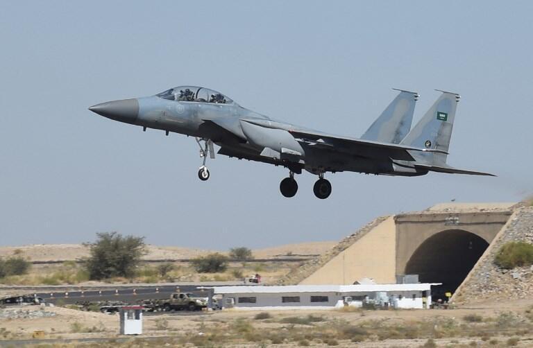 """ایالات متحده آمریکا و قطر قرارداد فروش جنگنده """"اف-۱۵"""" معادل ۱۲ میلیارد دلار به امضا رساندند"""