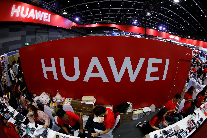 ដេប៉ូតាំងបង្ហាញទូរស័ព្ទរបស់ក្រុមហ៊ុន Huawei នៅទីក្រុងបាងកក ប្រទេសថៃ នាថ្ងៃទី ៣១ ខែឧសភា ឆ្នាំ២០១៩។