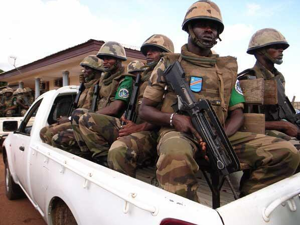 Entrainement de la Force multinationale de l'Afrique centrale (Fomac) qui assure les opérations de transfert des membres du FPR.