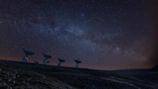 Le réseau de radiotélescopes du Plateau de Bure dans les Hautes-Alpes en France. (Image d'illustration)