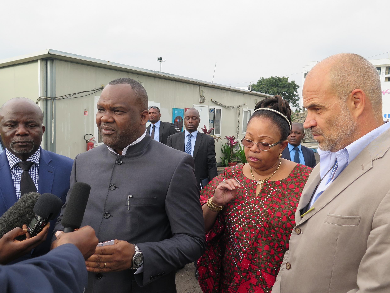 Mwenyekiti wa tume huru ya Uchaguzi DRC Corneille Nangaa  Yobeluo (g), akitoa ufafanuzi kuhusu mchakato wa Uchaguzi wa mwaka huu DRC akiwa na mkuu wa Monusco, Daniel Ruiz (kulia), mjini Goma.