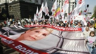 Biểu tình ủng hộ cựu thủ tướng Timochenko tại Kiev, ngày 27/04/2012, trong lúc tổng thống Ukraina bị chỉ trích từ bên trong đến bên ngoài.