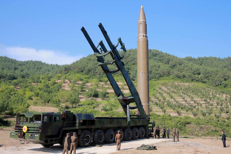 Tên lửa xuyên lục địa Hwasong -14 được BTT bắn đi ngày 04/07/2017. Ảnh do KCNA cung cấp.