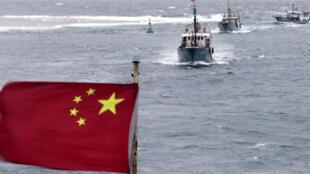 Căng thẳng tại Biển Đông, với việc các tàu Trung Quốc xua đuổi tàu cá Việt Nam.