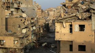 Edificios  destruidos es la imágen cotidiana de los habiatntes de Deir Ezor en el este de Siria, septiembre 2017